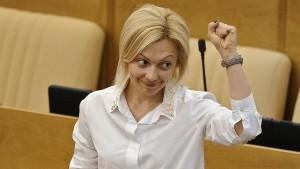 Ольга Тимофеева, сопредседатель центрального штаба ОНФ, соавтор законопроекта: «Мы не за то, чтобы деньги забрать, а за то, чтобы они работали по назначению, чтобы регионы их тратили на информирование, а не на пиар»